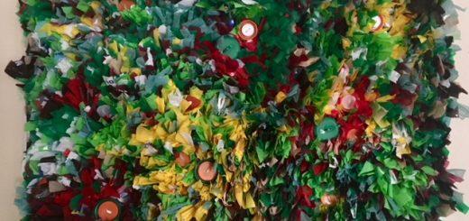 """🌎 El pasado 12 de octubre nos horrorizamos con las toneladas de peces, cangrejos y crustáceos que aparecieron muertos en las orillas del Mar Menor. Su laguna es la más importante del Mediterráneo occidental y no ha podido asimilar la enorme cantidad de fertilizantes que se han estado vertiendo en sus aguas.  La cadena de errores es la siguiente:  Vertidos ↘️ Proliferación de fitoplacton ↗️ las aguas se enturbian ↘️ Mayor oscuridad ↗️ La radiación solar queda bloqueada ↘️ La vegetación del fondo no puede hacer la fotosíntesis ↗️No se produce oxígeno ▶️ La muerte.  Para que algo así no vuelva a pasar nos sumamos a las movilizaciones que eviten estos atentados contra la natura.  Gran Manifestación  con el lema """"S.O.S Mar Menor""""  30 de Octubre. #cartagena  salida a las 18:00 horas desde la Plaza de España de Cartagena  Organizadora @favcac #sosmarmenor #marsana #savetheoceans #cleantheworld #cleantheoceans #crisisclimatica #cambioclimatico"""